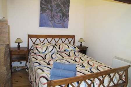 Nightingale Cottage Gomene Brittany - Gomené - Bed & Breakfast