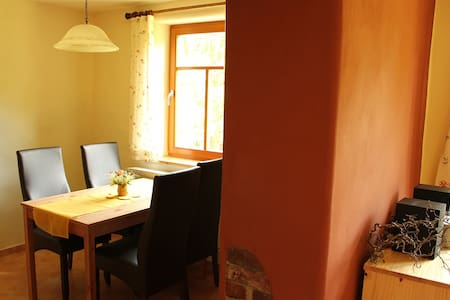 Nähe von Schleiz: Schwalbenwohnung - Crispendorf - Wohnung