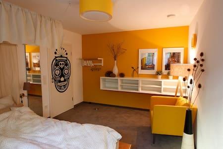 Gemütliches Zimmer mit schönem Bad - Munique - Casa