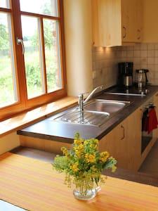 Nähe von Schleiz: Lerchenwohnung - Crispendorf - Apartment