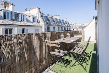 "1 ROOM TERRACE IN ""THE MARAIS"" !!"