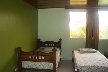 Shared Room (5e) in Oceanfront Home - Villa