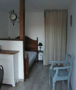 Room type: Entire home/apt Bed type: Real Bed Property type: Other Accommodates: 2 Bedrooms: 0 Bathrooms: 1