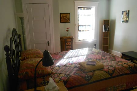 In Town Retreat: Heaven on Earth! - Amherst - Bed & Breakfast