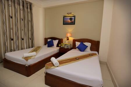 Twin beds + FREE Breakfast at nearby bus station - Phnom Penh
