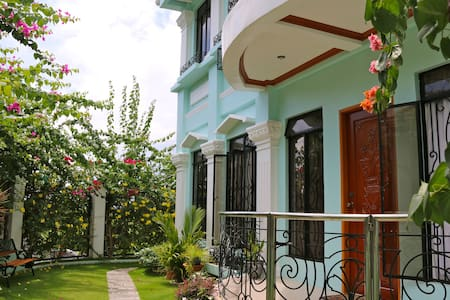 Bayview Res: Twin Room, Garden View - Legazpi City - Bed & Breakfast