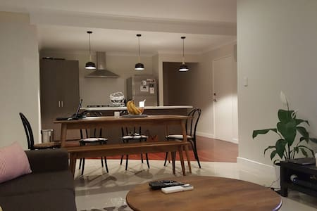 Brand new townhouse only 5km from Perth city. 200m from the trainline and a 10 min journey in to the city. Modern styling and contemporary feel.