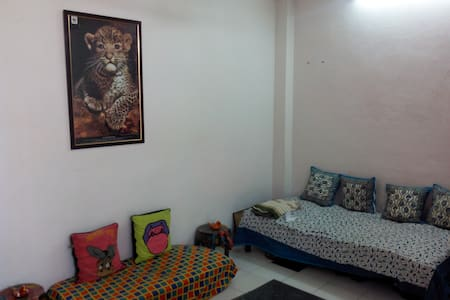 2 BHK for a Great Price!!!! - New Delhi - Apartment