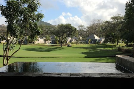 Luxe et golf , face Ile aux Cerfs - Appartement