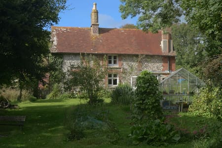 An artist's home in the downs - Jevington - Casa