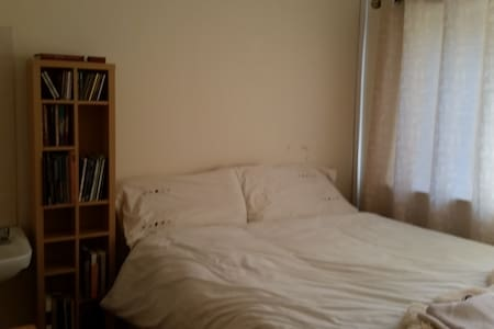 Room type: Private room Bed type: Real Bed Property type: House Accommodates: 2 Bedrooms: 1 Bathrooms: 2