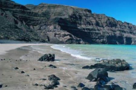 Apto con vistas al risco e islotes - Orzola - Apartamento