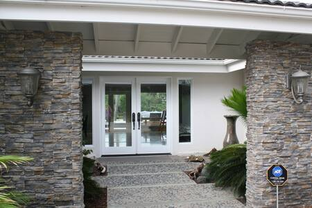 Paradise, steps to La Costa Resort!