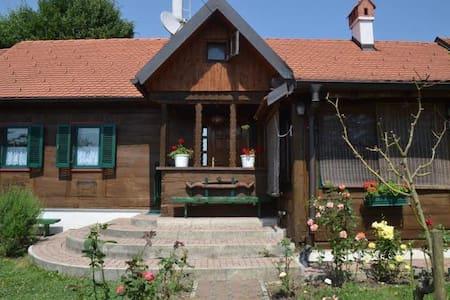 Cosy cabin home - Srub