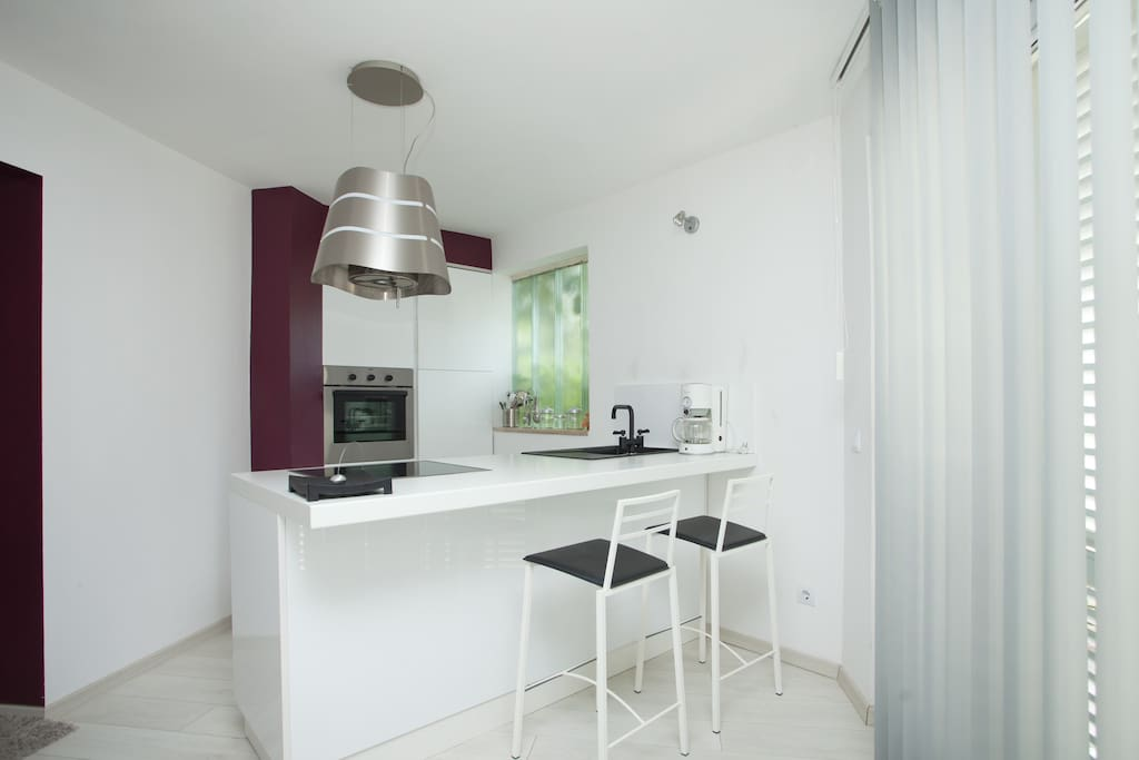 Fully equipped Kitchen - Balcony door to Terrace