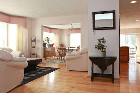 4 BD - Modern Home + 10 Guest - Laurel