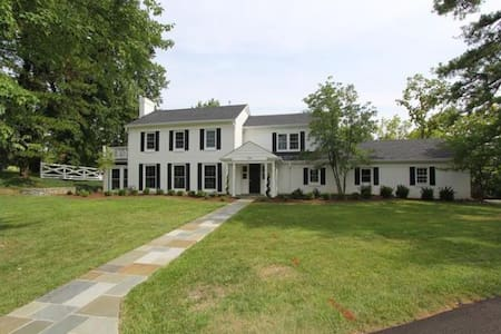 Lovely home on gorgeous lot - Hus