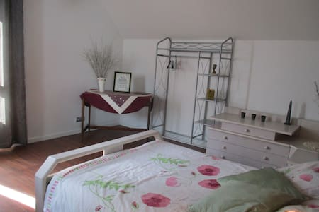 CHAMBRE DE 2 P ENTRE CONQUES ET RODEZ - Saint-Cyprien-sur-Dourdou - Bed & Breakfast