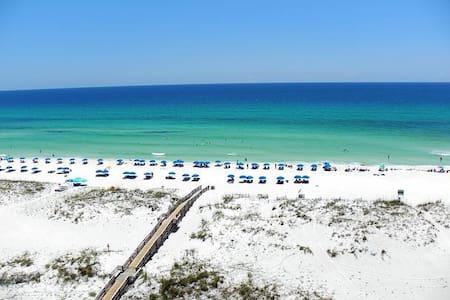Beachfront Condo with STUNNING view - 公寓