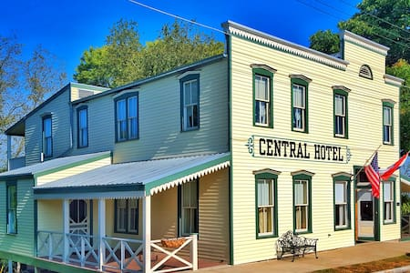 Central Hotel - Bed & Breakfast