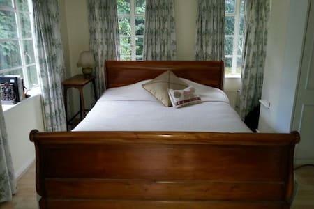 Rickmansowrth. Beautiful Double Bedroom En Suite. - Rickmansworth - Bed & Breakfast