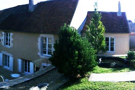 MAISON DE CARACTERE EN BOURGOGNE - Rumah