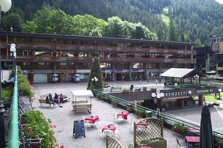 Central apartment located on the ski slopes - Madonna di Campiglio - Lejlighed