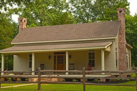 Concord Inn-1867 Historical Home - New Albany - Bed & Breakfast