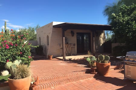 The Casita (guesthouse) has a jetted bathtub, large walk-in closet, WiFi, great views of the mountains and city, and access to the main house pool and yard! Comfy Queen Bed. Relaxing getaway (no TV) but access to tons of books and games.