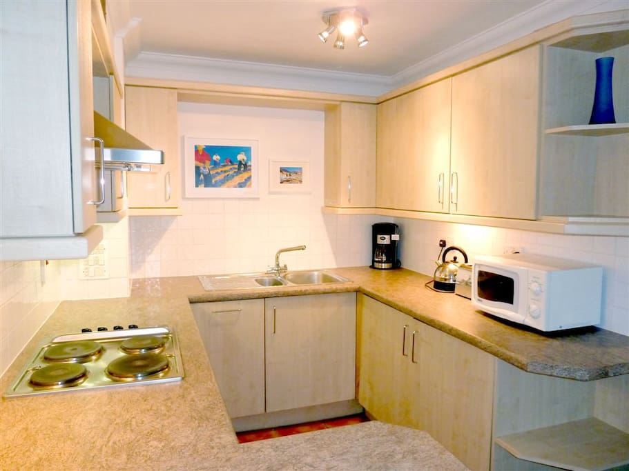 Fully equipped incl with fridge, freezer, dishwasher, washer/dryer, coffee machine etc