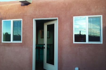 Bright modern Pueblo style home - Santa Fe - Casa