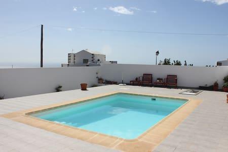 Acogedor apartamento con piscina - Flat
