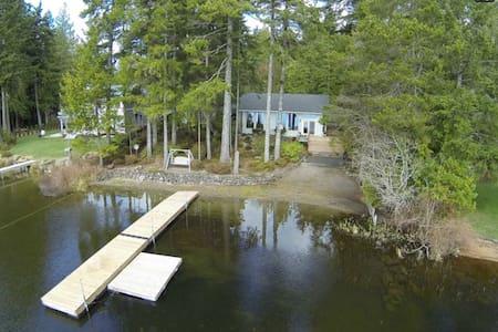 Cabin on Tranquil Panther Lake - Huis