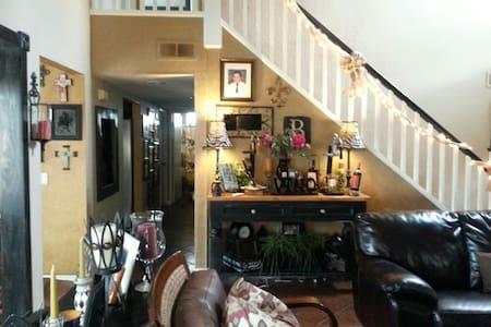 Comfy cozy home - House
