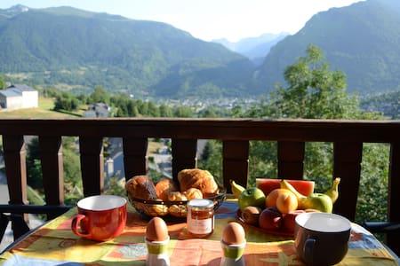 CHAMBRE VUE SUR LA VALLEE - Laruns - Bed & Breakfast