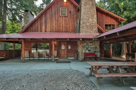 Rustic Neighborhood Lodge - Leavenworth - Casa
