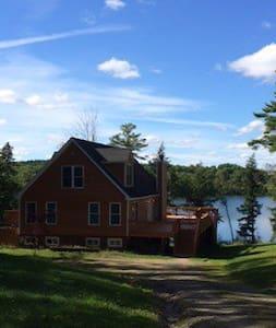 Catskills Mountain House on Lake - Ház