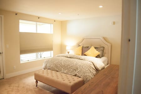 Room type: Private room Bed type: Real Bed Property type: Loft Accommodates: 2 Bedrooms: 1 Bathrooms: 1.5