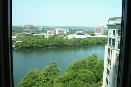 Perfect Lake View 1 BR on Rainey St