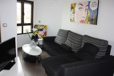 Moderno apartamento de playa - Huoneisto