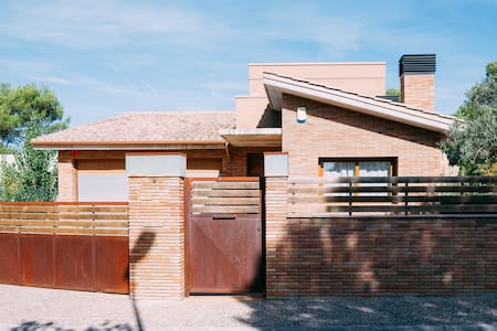 Room type: Entire home/apt Property type: Villa Accommodates: 10 Bedrooms: 5 Bathrooms: 3.5
