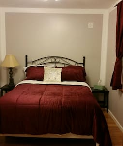 Homey, friendly and and cozy B&B - Utica - Casa