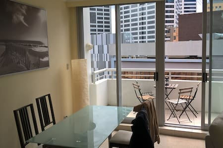 Incredibly located in the centre of Sydney: -2 min from Darling Harbour -2 min from Town Hall train station/George Street -20 min walk to Opera House/ Harbour Bridge  Great light all day long: - Balcony north oriented  - No