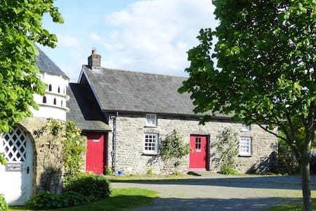 Welsh Country Cottage (Dogs + WiFi) - Talo
