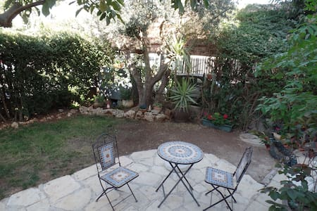 Jerusalem view, garden apartment - 一軒家
