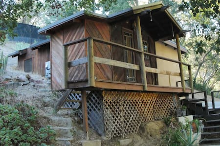 Small quiet artist cabin on 4 acres