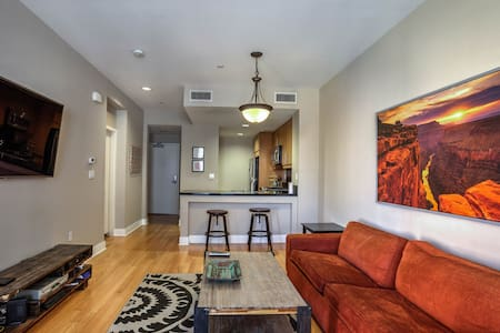 Room type: Entire home/apt Property type: Condominium Accommodates: 4 Bedrooms: 1 Bathrooms: 1