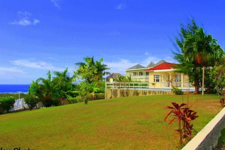 Room type: Shared room Property type: House Accommodates: 12 Bedrooms: 1 Bathrooms: 4
