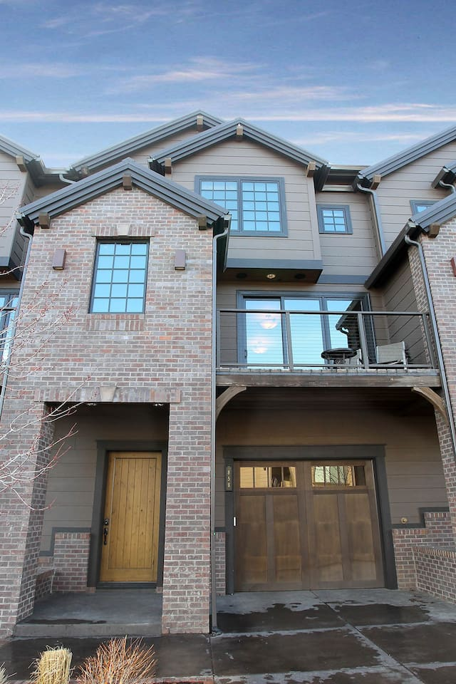Front door and front patio of Luxury Townhome