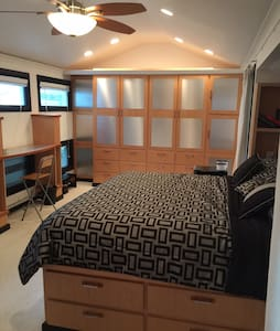 Modern Comfortable Bedroom - Casa